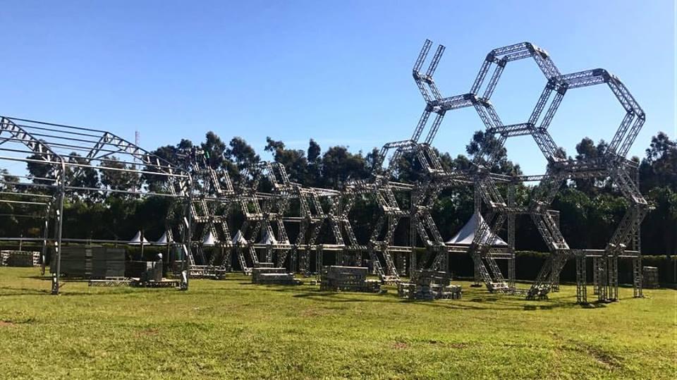 Montagem do festival na Arena Maeda, Itu-SP. (créditos: facebook Playgorund)