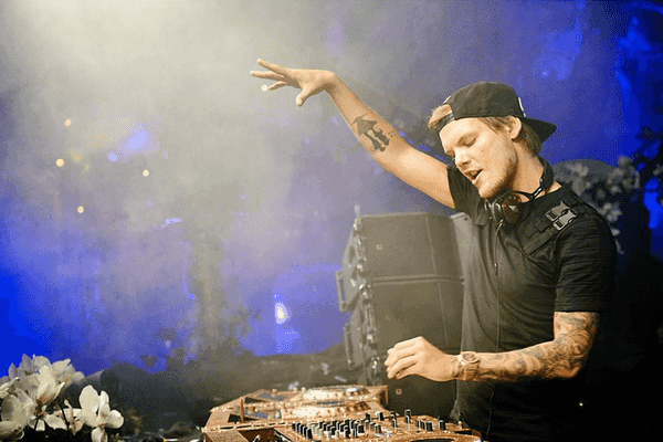 avicii-voltou-retorna-revista-backstages