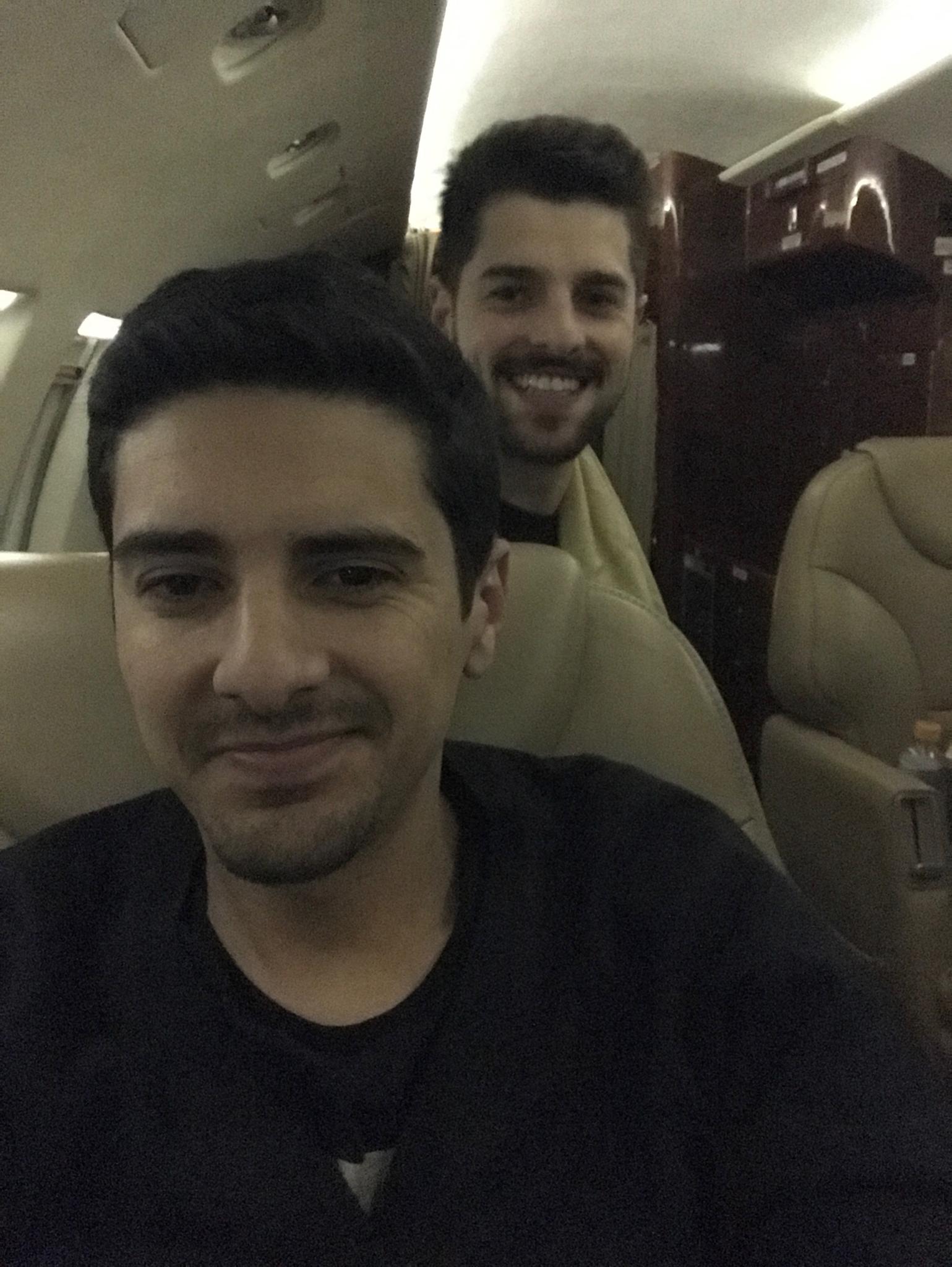 Alisson Demetrio e Alok / Foto tirada enquanto respondia a entrevista